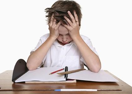 Нужно ли помогать ребенку делать уроки